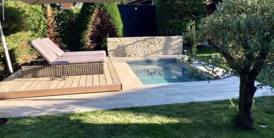Schwimmbecken-Pool RIVIERA C-Side Dekowand und Lounge by fritzpool